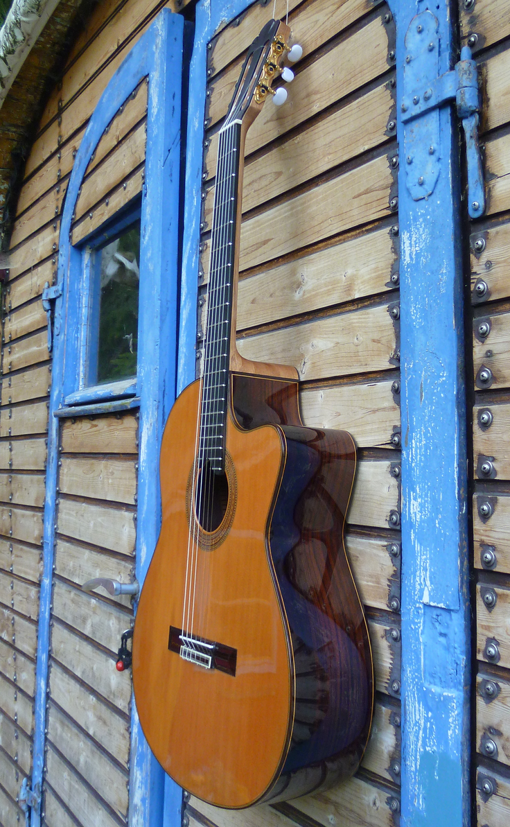 Guitarras Calliope. Kingsize Concert Guitar. Modelo Jodcho Stephan with Cutaway. Cedar. Photo © Guitarras Calliope