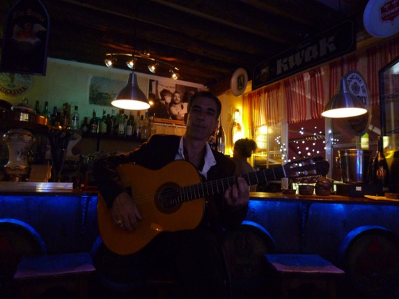 "Angelo Debarre @ Chez Fernand with Guitarras Calliope Model ""Orfeo"""